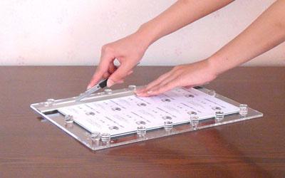 印刷した名刺用紙をセット